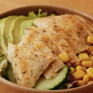 chicken-avocado-salat_Jetzer_Bäckerei_Konditorei_Basel_Café_Confiserie_Feinbäckerei_Catering_Apéro_Partyservice