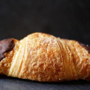 schokocroissant_schokoladengipfel_Jetzer_Bäckerei_Konditorei_Basel_Café_Confiserie_Feinbäckerei_Catering_Apéro_Partyservice