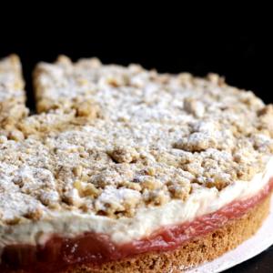 erdbeer-rhabarber-streusel_torte_sommertorte_bäckerei_konditorei_basel
