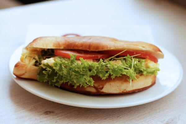 laugenfisch_ei_avocado_Jetzer_Bäckerei_Konditorei_Basel_Café_Confiserie_Feinbäckerei_Catering_Apéro_Partyservice